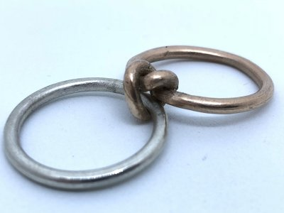 Knotenklappring Silber und Rosegold